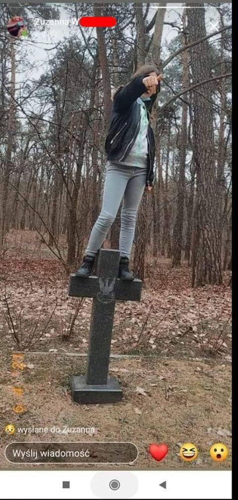 Takimi zdjęciami 12-latka chwaliła się w mediach społecznościowych.