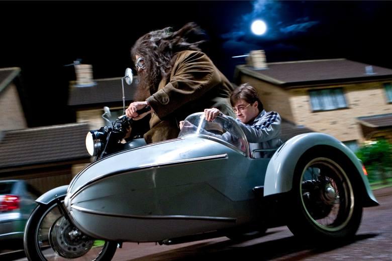 """Szał na przygody Harry'ego Pottera powraca! Już w nocy z 21 na 22 października pojawi się w długo oczekiwana w Polsce kolejna książkowa część: """"Harry"""