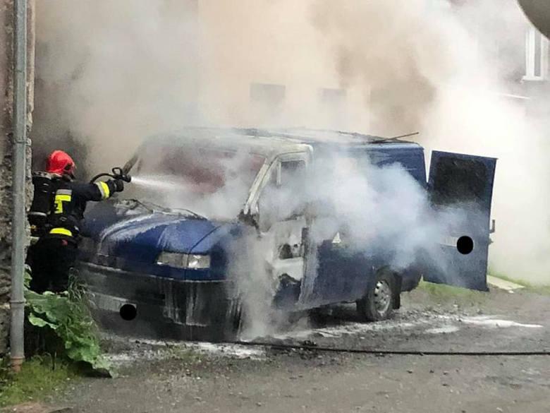 Auto spłonęło w Głuchołazach. Czarna seria nocnych pożarów w powiecie nyskim