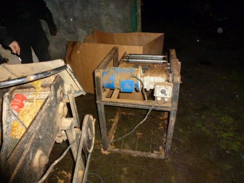 Blisko 700 kg nielegalnego tytoniu zatrzymała lubuska Krajowa Administracja Skarbowa. Domowa przetwórnia działała w jednej z podgorzowskich wsi.- Nielegalny