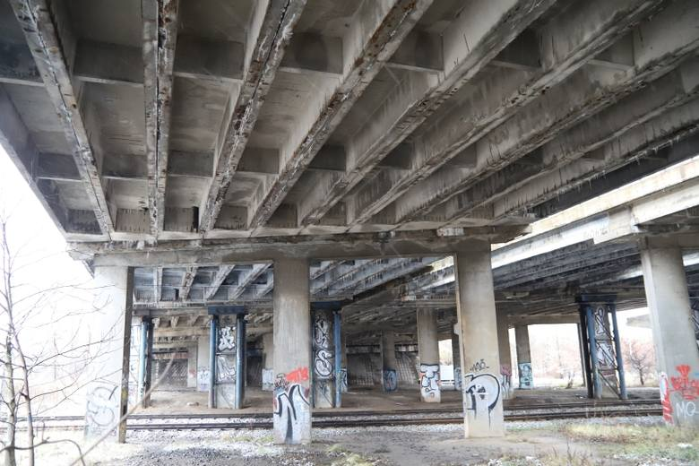 Posłowie PO chcą, by rząd dał na remont wiaduktu.