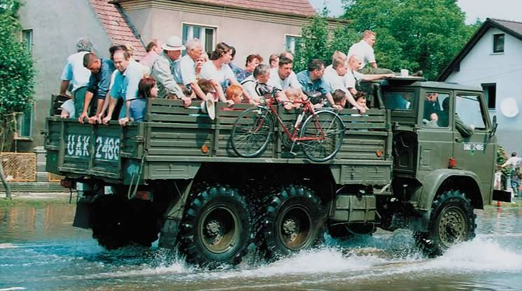 Opole 1997. Pierwsze połączenie samochodowe miedzy dwiema częściami Opola.