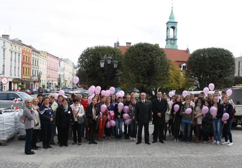 Kilkadziesiąt osób wzięło udział w Różowym Marszu Nadziei. Organizatorzy przekazali informacje na temat profilaktyki chorób nowotworowych, zwłaszcza