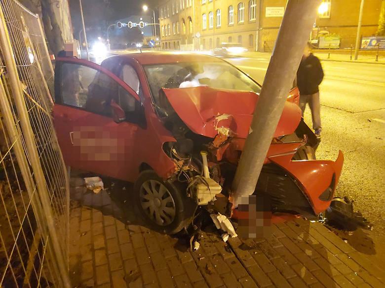 Do zderzenia samochodów doszło w czwartek, 7 listopada, około godziny 23.00 na ul. Długiej w Zielonej Górze. Wszystko wydarzyło się na pasach ruchu w