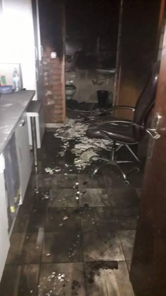 Nowy Sącz pożar. W nocy płonęła piwnica pod zakładem fryzjerskim w centrum miasta