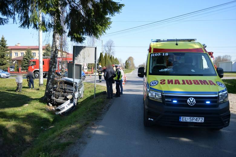Do zdarzenia doszło w środę około godz. 8.30 w Nizinach koło Przemyśla. Kierująca renault nie zastosowała się do znaku STOP i wjechała na skrzyżowanie