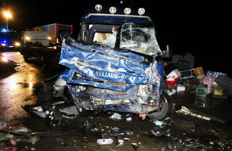 Na skrzyżowaniu Dubowo-Płociczno kierowca ciężarówki wymusił pierwszeńśtwo. Siedem osób z busa trafiło do szpitala