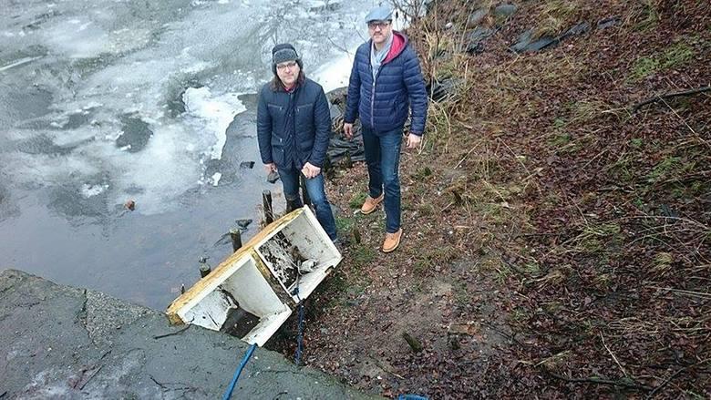 Sprzątanie Iny w Stargardzie. Z rzeki wyciągnęli... starą lodówkę [zdjęcia]