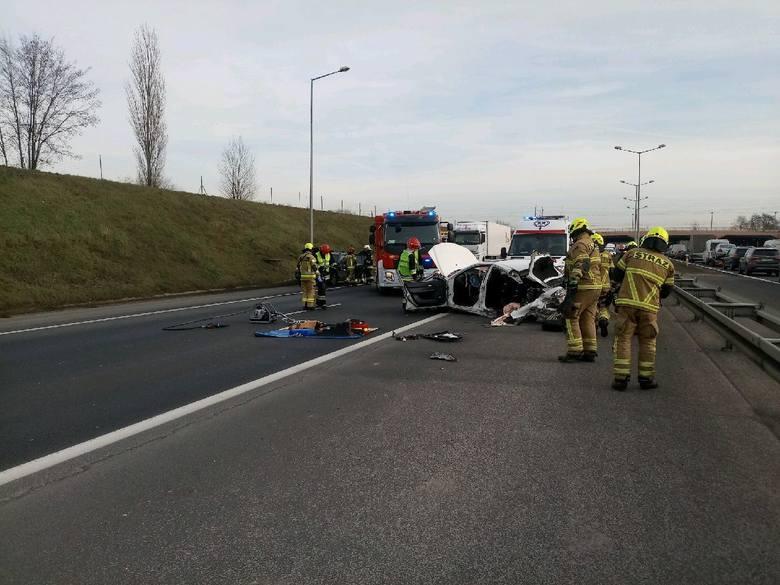 W czwartek, około godziny 12 doszło do kolejnego wypadku na autostradzie A2. Na wysokości Lubonia kobieta jadąca pod prąd uderzyła w dwa samochody i