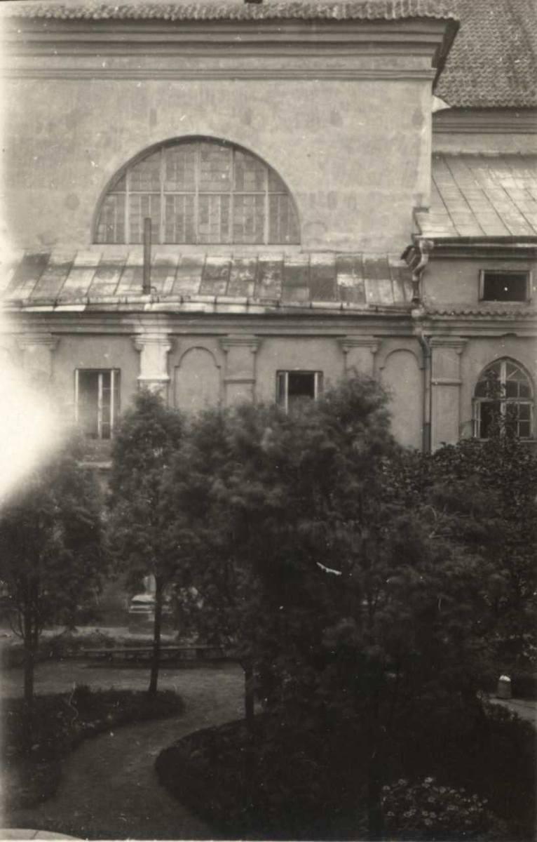 Szpital im. św. Wincentego a Paulo, zwany potocznie Szarytkami zajmujący pomieszczenia dawnego klasztoru przy ul. Staszica