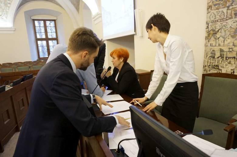 Na wtorkowej sesji radni ustalili składy komisji i wybrali ich szefów