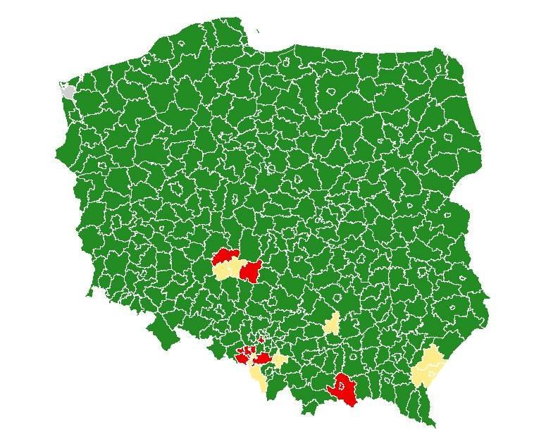 Mapa powiatów, w których wprowadzono obostrzenia. Na żółto i czerwono zaznaczano strefy, w których wracają ograniczenia