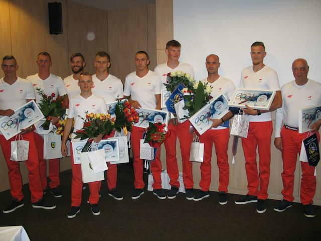Ósemka (od lewej): Marcin Brzeziński, Krystian   Aranowski, Piotr Juszczak, sternik Daniel Trojanowski, Michał   Szpakowski (wszyscy Zawisza), Mateusz