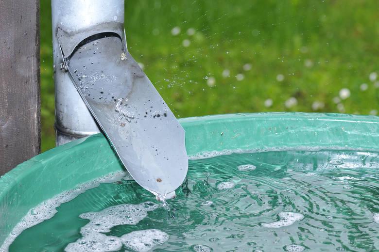 Wsparcie przewidziano na zakup, montaż i uruchomienie instalacji pozwalających na zagospodarowanie wód opadowych i roztopowych.