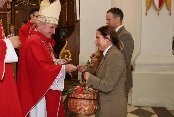 W drugim dniu trwającego odpustu ku czci Podwyższenia Drzewa Krzyża Świętego do sanktuarium świętokrzyskiego przybyli przedstawiciele 23 nadleśnictw