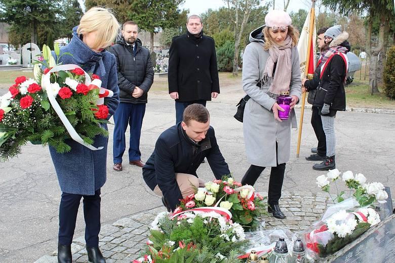 Uroczystość odbyła się pod Krzyżem Sybiraków na cmentarzu w Pękaninie.Zobacz także: Białogard: Wydział pracy w sądzie rejonowym nie będzie likwidowa
