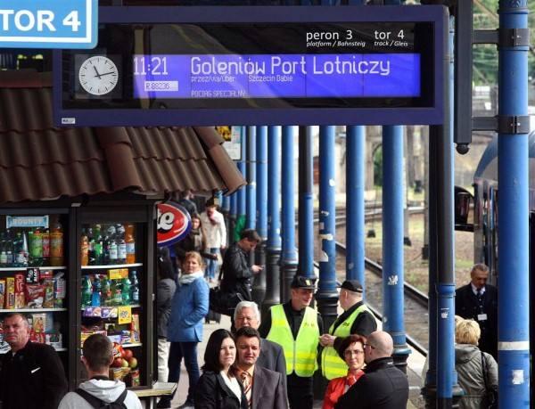 Mniej pociągów na lotnisko i nowa stacja w Stobnie