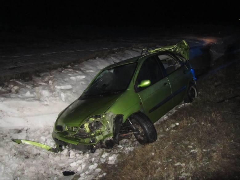 Do wypadku drogowego w Adamowie na obwodnicy Szczuczyna (pow. grajewski) doszło w nocy z soboty na niedzielę około godz. 00.42.