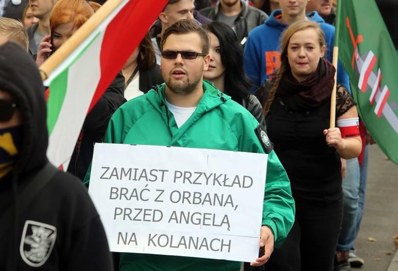 """""""Szczecin wolny od islamu"""". Protest przeciw imigrantom [wideo]"""