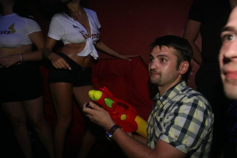 W nocy z soboty na niedzielę w sosnowieckim klubie Inferno odbyły się wybory Miss Mokrego Podkoszulka. Kandydatki zmierzyły się w trzech konkurencjach.