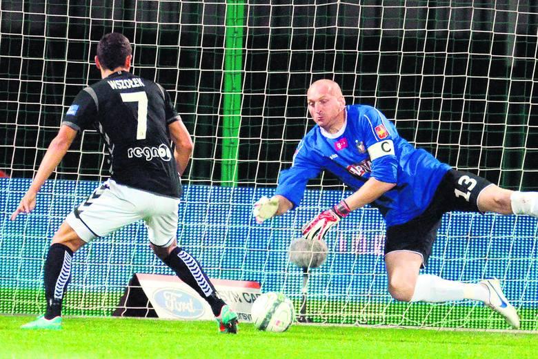Maciej Mielcarz jest bramkarzem i kapitanem Widzewa