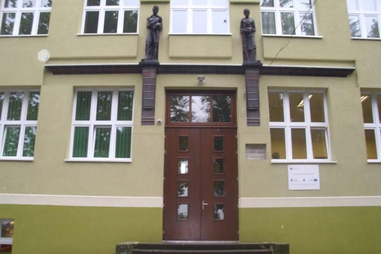Włączenie gimnazjum do Zespól Szkół spowodowało zmiany w strukturze władz szkoły.