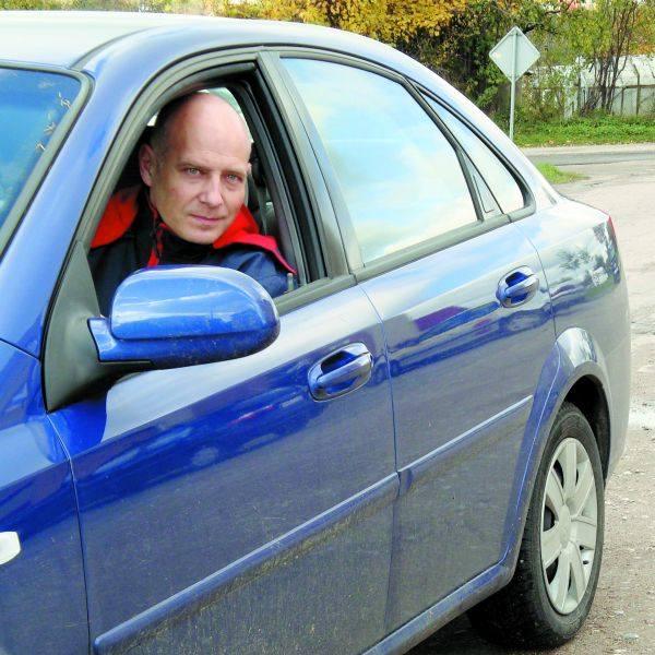 - Bardzo ciężko się tędy jeździ. Po naprawach, na osiedlowych ulicach z pewnością będzie bezpieczniej - mówi Krzysztof Wilczyński.