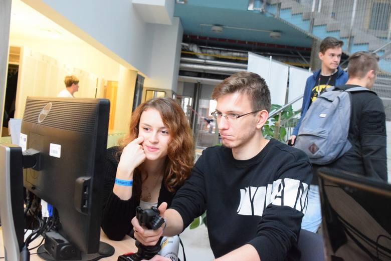 East Games United to impreza łącząca e-sport, gry wideo, wykłady twórców gier, fantastykę, spotkania z pisarzami, technologię Virtual Reality oraz targi