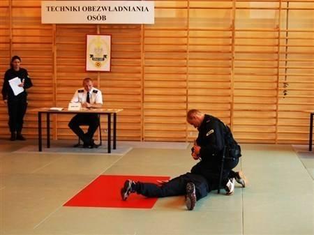Policjanci boją się egzaminu z wuefu