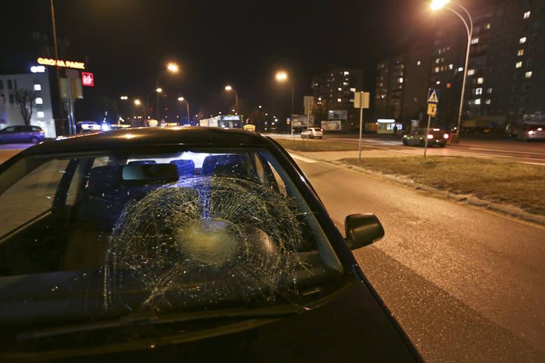 (pij)Do potrącenia doszło we wtorek, 16 lutego wieczorem na przejściu dla pieszych przy al. Zjednoczenia tuż koło ronda PCK w Zielonej Górze. Kobieta