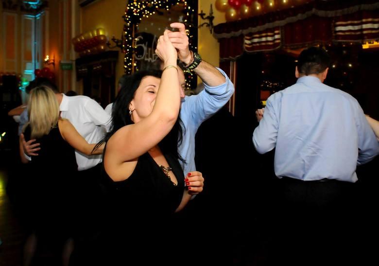 Sylwester to idealna okazja, aby pójść gdzieś potańczyć. W Poznaniu niemal każdy klub, pub, restauracja, czy hotel organizuje u siebie imprezę sylwestrową
