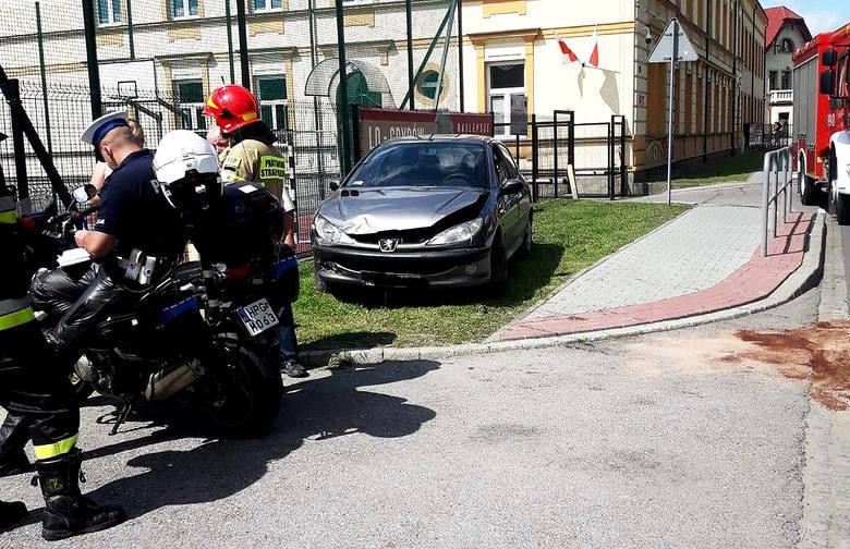 DK 28. Zderzenie dwóch aut osobowych utrudniało przejazd krajówką przez Grybów