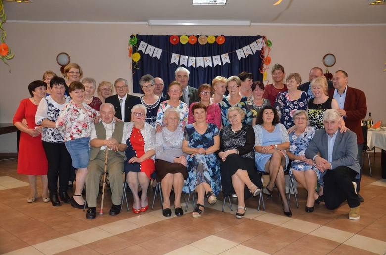 """Co to był za bal! - Pierwszy Bal SENIORA zorganizowany został w Suchatówce w ramach obchodów """"Dnia Osób starszy"""""""" przypadającego 1 października - wyjaśnia"""