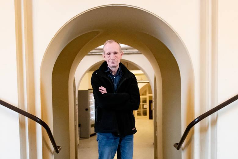 Prof. Tomasz Polak odszedł z Kościoła w 2007 roku. Dziś zajmuje się badaniami w ramach Pracowni Pytań Granicznych UAM