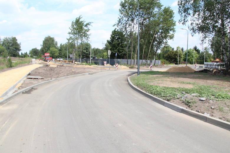 Nad Pogorią III pojawiły się nowe drogi dojazdowe, a także przystanek autobusowy tuż przy plaży