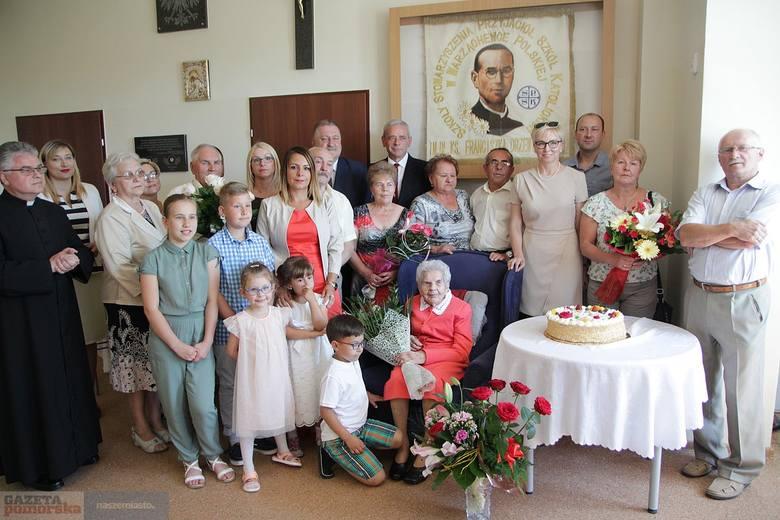 Wszystkiego najlepszego, pani Władysławo!105 lat ukończyła we wtorek Władysława Szebska, mieszkanka wsi Pińczata pod Włocławkiem. Urodziny zorganizowano