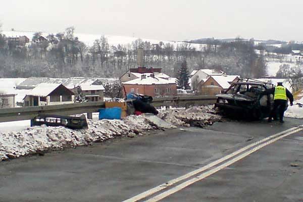 Czołowe zderzenie w Zaborowie. Trzy osoby zostały ranne
