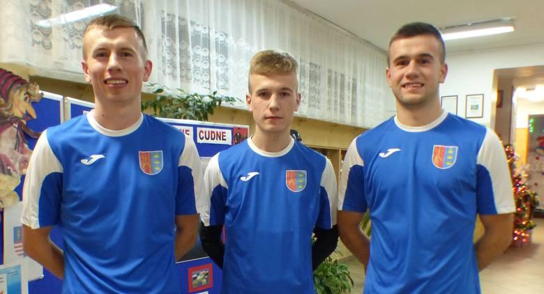 W obecnych rozgrywkach Regionalnego Totolotek Pucharu Polski po raz pierwszy zdarzyło się tak, że w Zdroju Busko-Zdrój zagrało trzech braci Zawadzkich