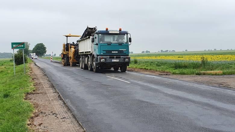 Tak wygląda remont dwóch ważnych dróg wojewódzkich w powiecie namysłowskim.