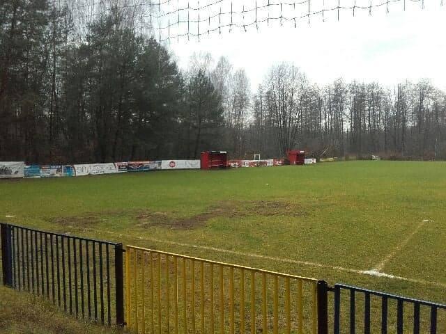 Złodzieje upodobali sobie kolejne boisko piłkarskie w regionie radomskim. Tym razem zabrali ze sobą elementy piłkochwytu na boisku w Głuchowie koło Grójca.