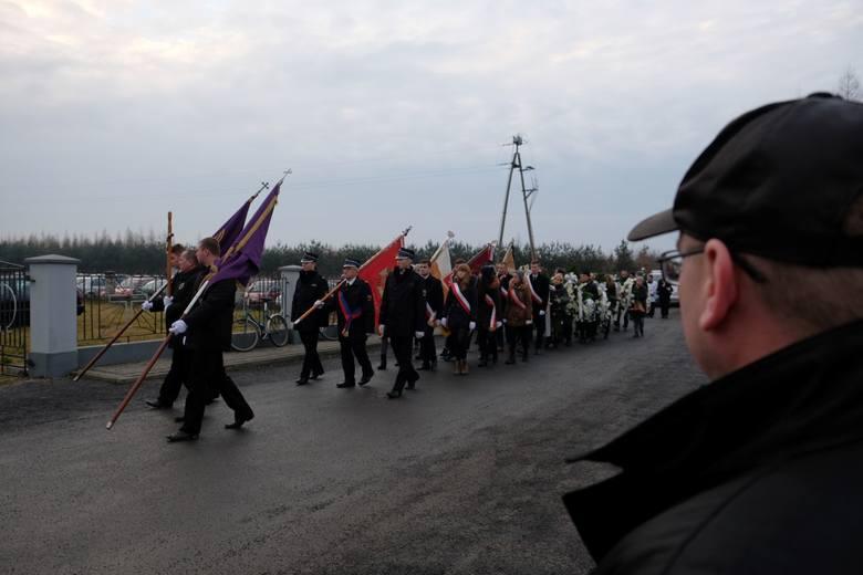 We wtorek odbył się pogrzeb dwóch z pięciu ofiar wypadku, do którego doszło w Boże Narodzenie w Tryńczy niedaleko Przeworska. Najbliżsi i znajomi pożegnali
