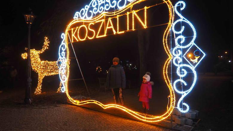 W czwartek w koszalińskim parku rozbłysnęły świąteczne iluminacje. Zobaczcie nowe zdjęcia!