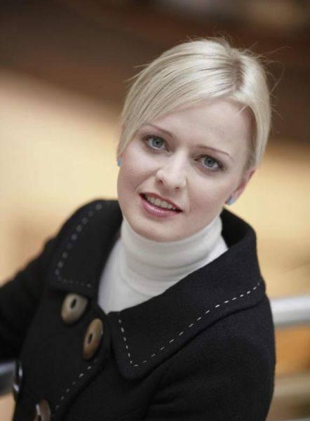 Karolina Vook - absolwentka socjologii na Uniwersytecie Śląskim. Odpowiada za rozwój firmy Reed na polskim rynku. Prywatnie interesuje się fotografią,