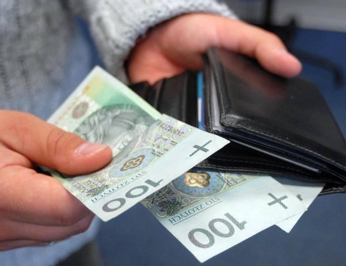 Pensja na Podkarpaciu  wzrosła o 33 złW czerwcu zarobki spadły, w lipcu wzrosły, a inflacja i tak wszystko zżera.