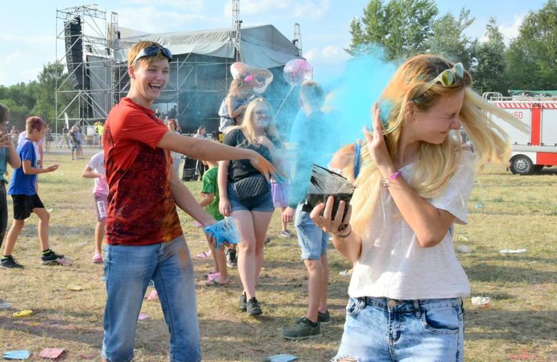 Bitwa na kolory! Holi Festival w Tarnobrzegu [ZDJĘCIA]