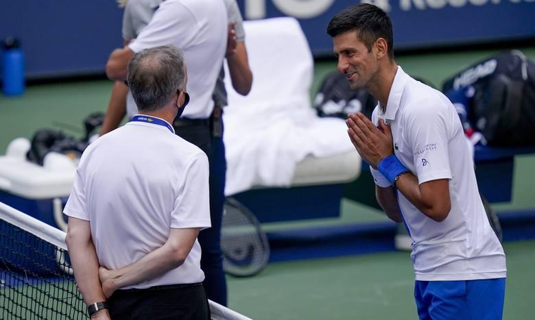 Novak Djoković do końca prosił sędziego o zmianę decyzji. Kuriozalne były tylko argumenty, jakich użył.