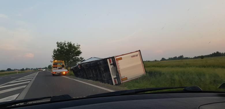 Do zdarzenia w piątek doszło na drodze krajowej nr 19 w Jeżowem w powiecie niżańskim.- Kierowca prawdopodobnie wyjeżdżając ze stacji paliw w Jeżowem