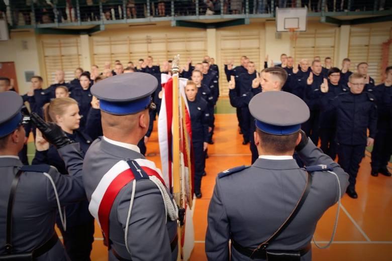 Nowi policjanci w Łódzkiem: 8 kobiet i 38 mężczyzn