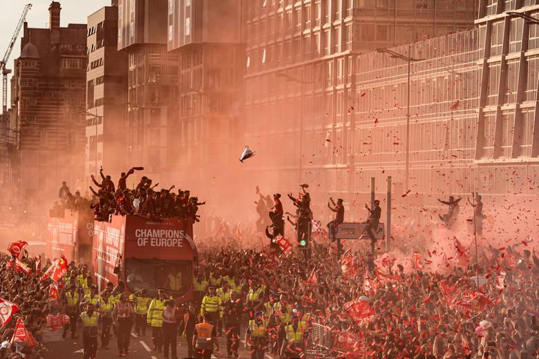 Trzecie miejsce w kategorii sport: Parada kibiców i piłkarzy klubu Liverpool z okazji wygrania Champions League  Fot. Oli Scarff, United Kingdom, Agence