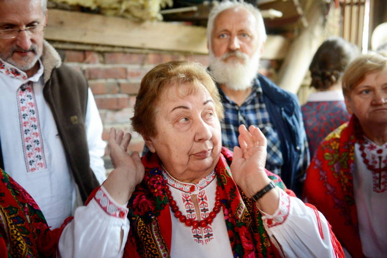 Maria Dobryniewska stwierdziła, że... prawie jak w poleskim Petelewie. W tle Eugeniusz Niparko